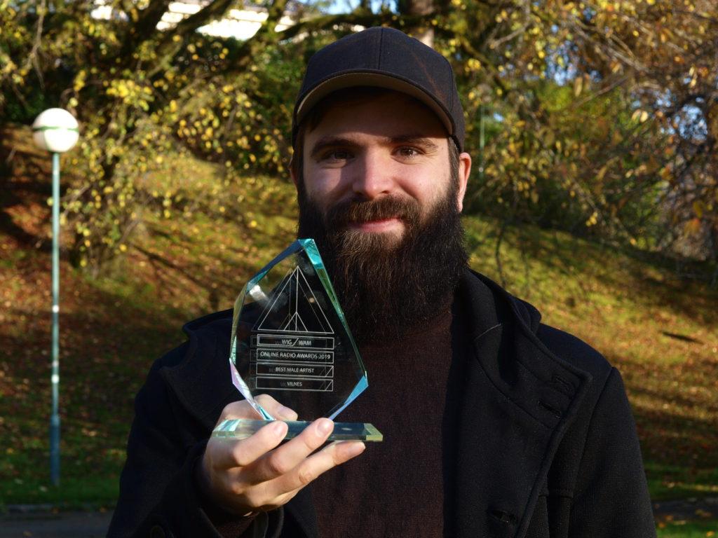 Eivind Vilnes with the Best Male Artist price from Radio Wigwam